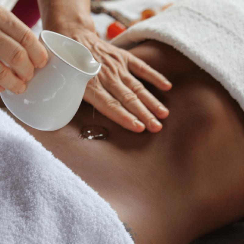 Massagem Abhyanga: técnica do Ayurveda que nutre os tecidos e equilibra os doshas